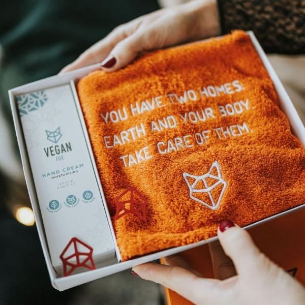 vegan-fox-gift-box with towel