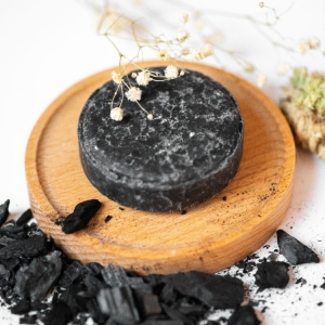 natural solid shampoo shampoo bar oily hair black charcoal powder coconut oil vegan fox hand made